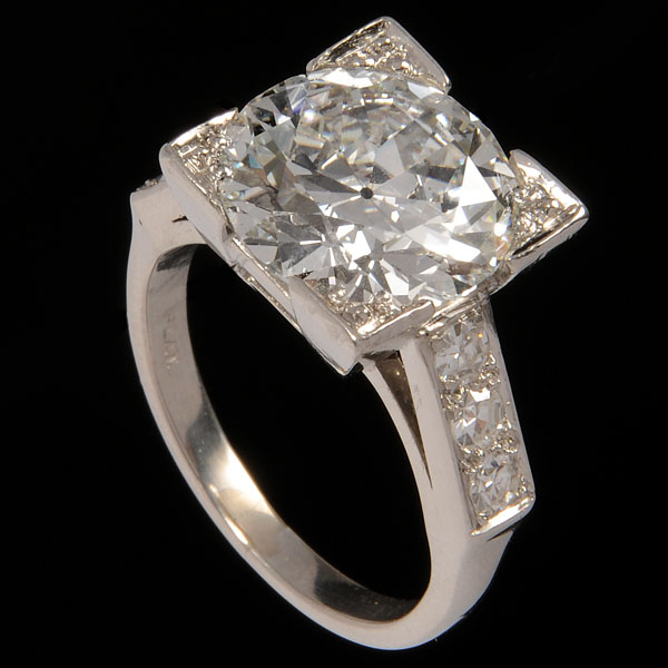 Delicieux Sell A 5.19 Carat Diamond_Ring