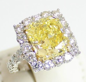 Auction a Diamond Ring in Denver